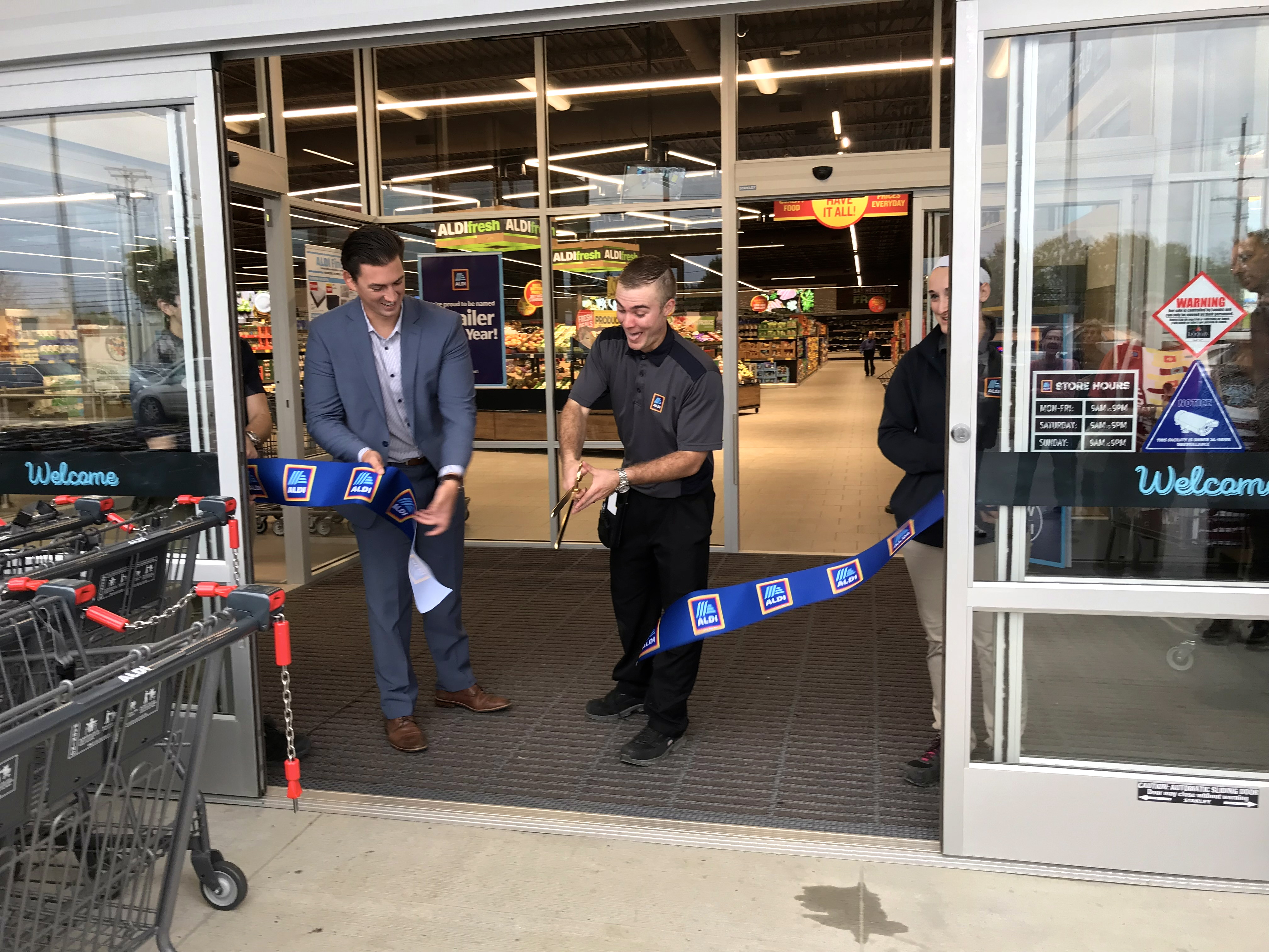 New Aldi Store Opens Draws Shoppers To Middlefield Geauga County